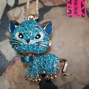 Blue kitty pendant necklace